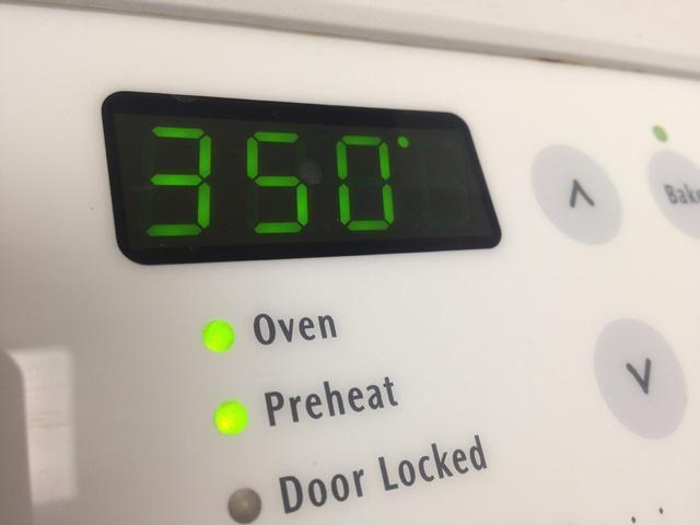 Precaliente el horno a 350F