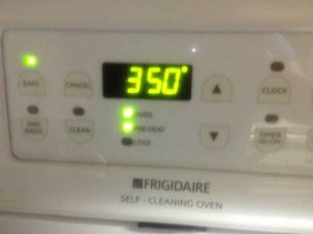 Precaliente el horno a 350 grados.