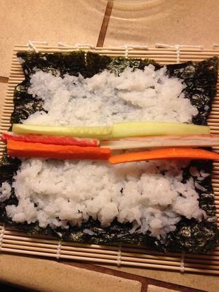 Añadir su verdura y pescado en el centro.