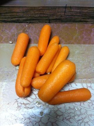 Zanahorias limpias y cáscara (u puede utilizar las zanahorias normales también)