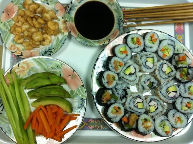 Dip en salsa de soja, wasabi añadir si lo desea y devorar los restos de comida celestial