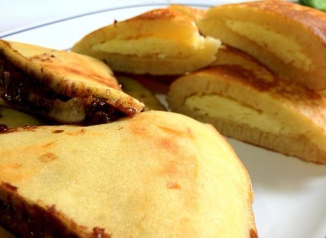 Cortado en 8 piezas cada uno. Sé crative con la carga desde los cacahuetes choco y el queso son los tradicionales ☺ disfrutar!