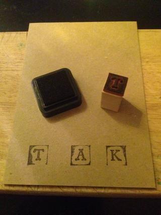 Utilice sus sellos de letras para escribir