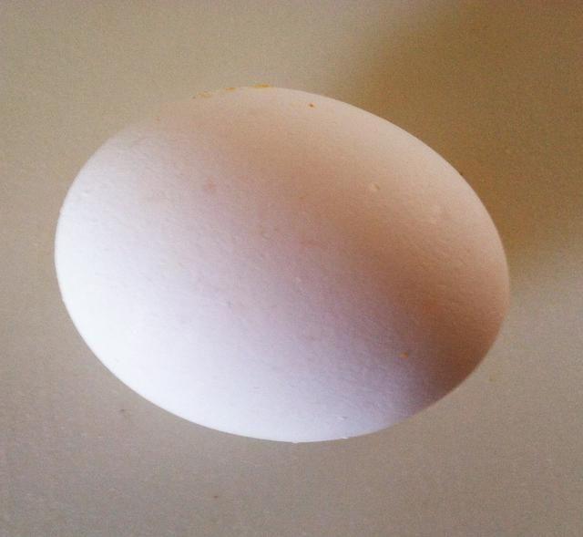 Añadir 1 huevo batido con el puré de camote.