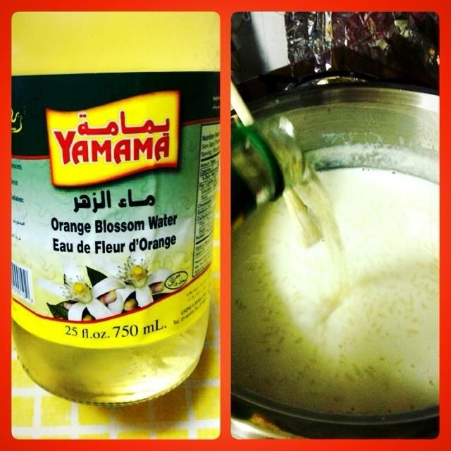 A continuación, poner el agua de azahar en la mezcla y mezclar. (Ponemos la flor Oranga después de que fuera el horno, porque si pones lo hará el horno todavía está en entonces se le dará un sabor amargo)