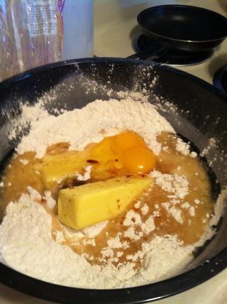 Mezclar los ingredientes líquidos y mantequilla.
