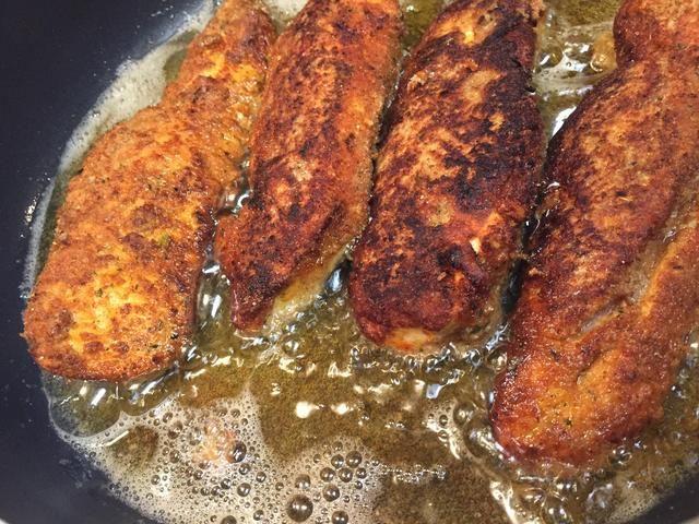 Cocine cada lado por un par de minutos antes de girar con un par de pinzas!