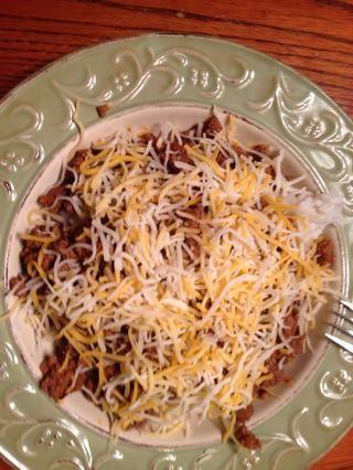 Por último añadir el queso rallado. Se trata de comida rápida y sabrosa. He servido esto con chips de maíz y se utiliza los chips de maíz a recogerla.