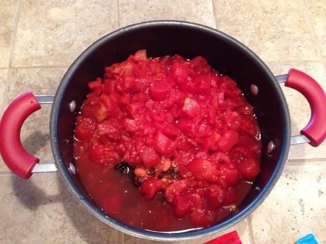 Mezclar todos los ingredientes. Lo único que drenar es el maíz y el frijol.