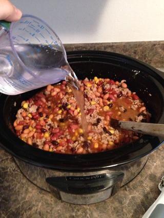Si quieres una sopa a base de caldo más añadir un poco de agua. He añadido una taza.