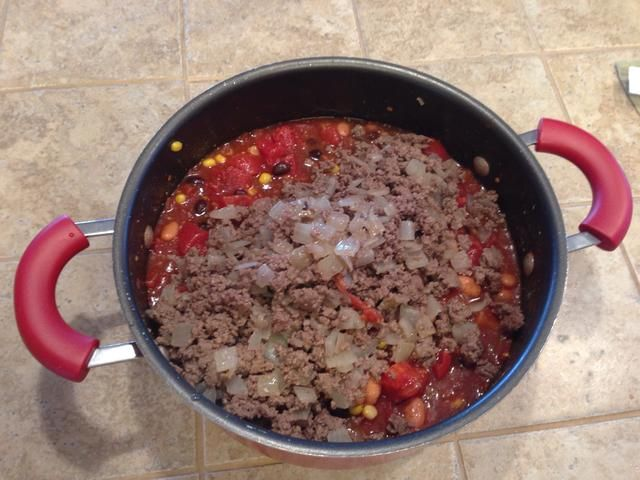Agregue la carne y cebolla mezcla stit.