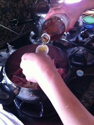 Añadir 3 cucharas asiáticos de vinagre de manzana.