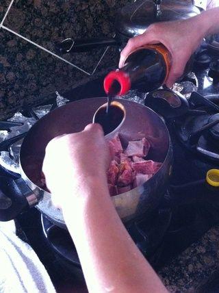 Añadir 4 cucharadas de salsa de soja asiáticos.