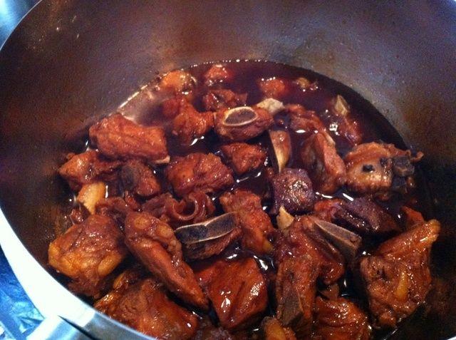 Cocine hasta que la salsa se hace muy espesor de unos 3-4 minutos. Observe cómo lo Inclino la olla la salsa a la derecha de la imagen aparece viscoso. Esto es cuando usted puede dar vuelta a la estufa.