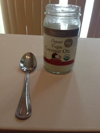 Acabo de utilizar una cuchara llena de aceite de coco, un poco va un largo camino. El refinar orgánica huele delicioso, y absorbe muy bien.