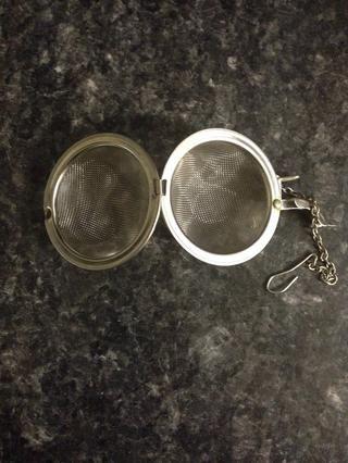 Para el té de hojas sueltas, se puede utilizar una bola de té como esto o algo similar.