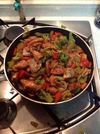 Añadir el pollo y revuelva durante aproximadamente 1 minuto y ahí está! También puede agregar linaza para un enfoque aún más saludable. Recuerde obtener productos de bajo sodio y sal o! #comer limpio :)