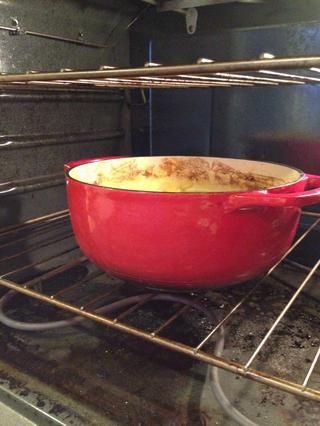 Cuando que 30 minutos es hacia arriba, quitar la tapa y coloque de nuevo en el horno durante otros 10 minutos para espesar el curry.