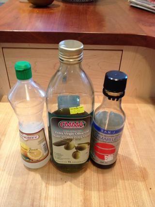 Decorar el brócoli con aceite de oliva, limón y tamari.