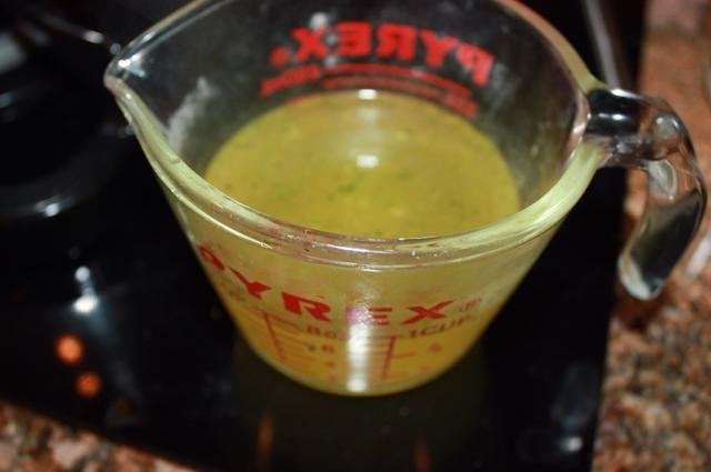 Vierta en 2 tazas de caldo de verduras