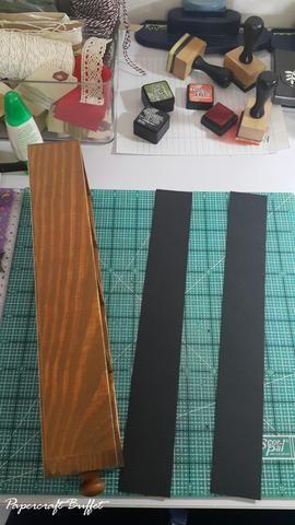 Cortar cartulina o papel para la decoración de los lados derecho e izquierdo del cajón.