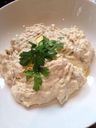 Pasar a un plato de servir y espolvorear con perejil. Rocíe con aceite de oliva