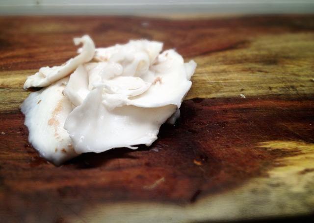 La textura de coco fresco puede ir desde gelatinosa-custardy a firme y ligeramente elástica. Tenía un sabor dulce suave es alta en fibra, minerales y tiene muchas propiedades curativas