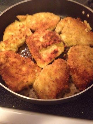 Cocine hasta que se doren por ambos lados a continuación, retire de la sartén a un plato