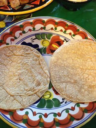 Primero las tortillas de maíz ...