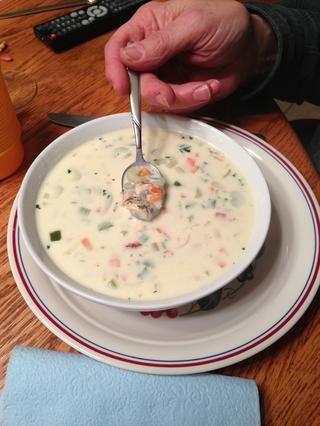 Además de delicioso caldo cremoso, esta sopa tiene una gran textura - trozos de pollo, arroz salvaje, verduras y astillas de almendras crujientes! Sopa sabrosa con algo para masticar! Ello's even better reheated next day!