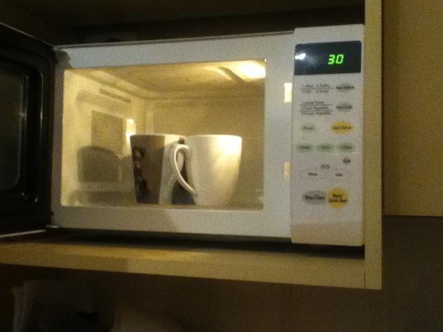 Poner el vaso de nuevo en el microondas durante 50 segundos