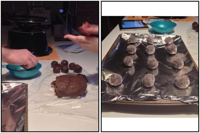 Precaliente el horno a 350 ° F. Forma la masa en bolas de 1 pulgada. Enrolle en azúcar granulada. Coloque 2 pulgadas de distancia en bandejas para hornear sin engrasar.