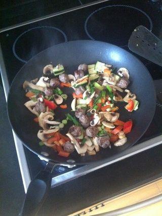 Añadir las verduras y cocinar por 2/3 minutos