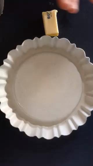 Sartén con grasa con mantequilla o manteca. Hacer un trabajo mejor que yo! Sé generoso como esta imagen Palillos de la torta. GREASE PAN BIEN!