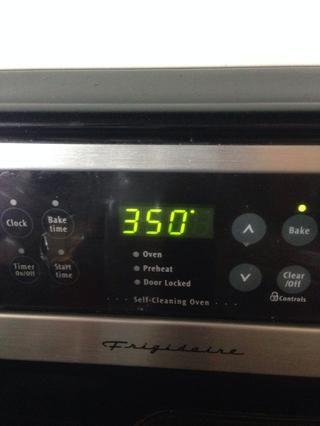 Precalentar el horno a 350 grados.