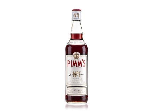 En un vaso Collins medio lleno de hielo, agregar 2 medidas de Pimm's No. 1 Cup.