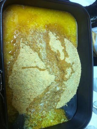 derretir la mantequilla en el microondas y la crisis de las galletas a los dos suman a la bandeja