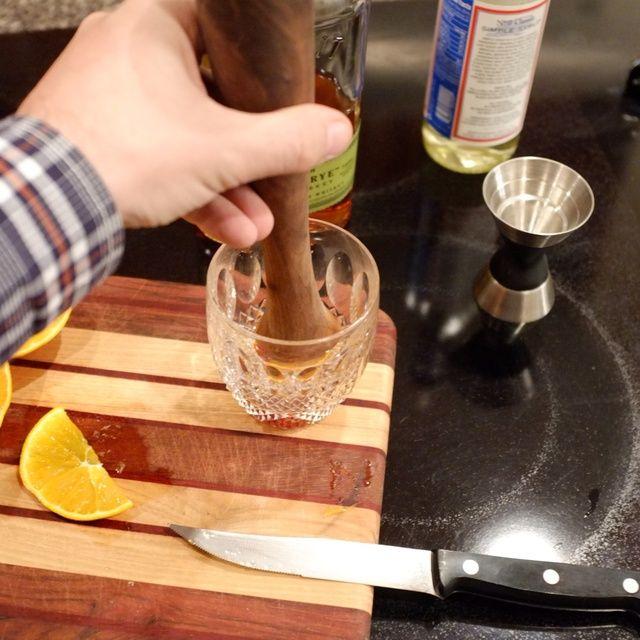 Tiempo para salir del paso. El secreto está en no aplastar en una pulpa. Darle un par de buenas prensas y giros para extraer los jugos y mezclar el brebaje.