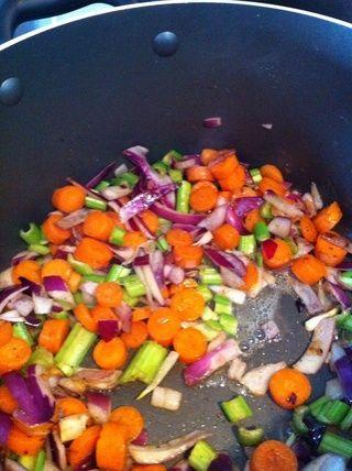 Cocer las verduras en los jugos, además de un poco de aceite de oliva, si es necesario