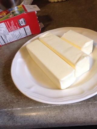 y la mantequilla ablandada.