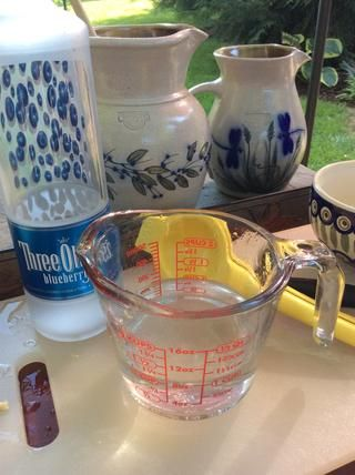 Añadir 1 taza pesado, arándanos vodka.