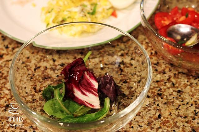 Añadir la mezcla de la primavera en un recipiente aparte.