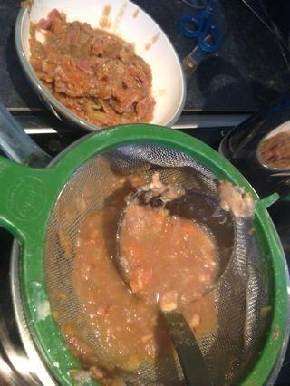 A medida que continúe Siv la salsa del salvamanteles obtendrá una gran pasta de verduras que se puede freír con un poco de salsa de carne para el almuerzo del día siguiente