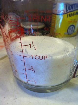 Utilice la misma cantidad de bayas y el azúcar. Tenía más o menos 1 taza de bayas. (Sí, sé que esto es una taza para medir líquidos. Esta receta doesn't call for precision ��)