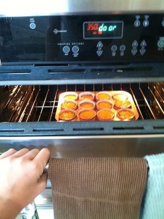 Coloque en el horno para cocer al horno! Esto hará que 12 buenas magdalenas de tamaño! ??????