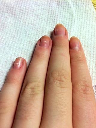 Comience con las uñas limpias, o en mi caso, tan limpio como puedo conseguirlos