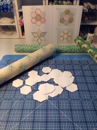Decidí usar los tres rollos de las láminas de tela autoadhesivas.