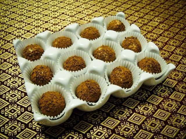 Mantenga las trufas en la nevera pero's important that you allow the chocolates to come to room temperature before serving.