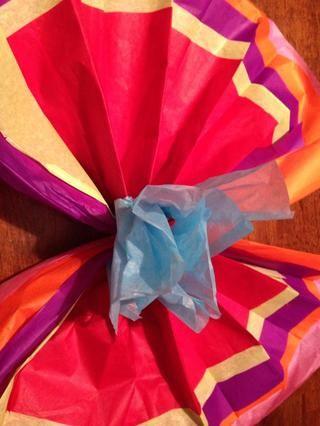 Despliegue la flor, comenzar con el centro y terminar con la última capa.