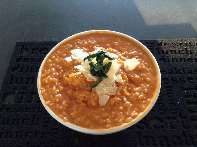 Cómo hacer tomate y azafrán Risotto Receta